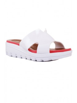Бели лачени чехли