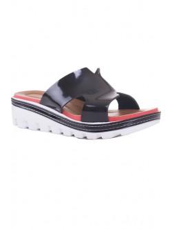 Черни лачени чехли