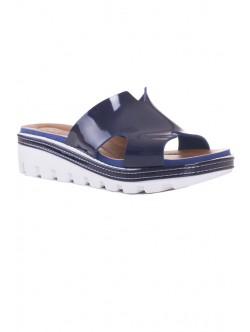 Сини лачени чехли