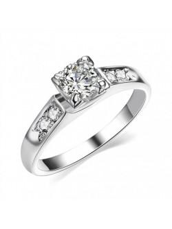 Сребрист пръстен с кристал