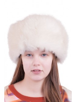 Кремава шапка от агнешка кожа