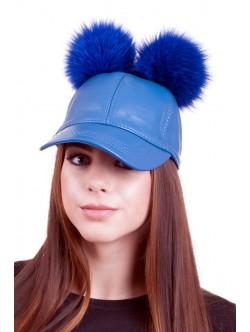 Черна шапка с козирка от кожа и сини помпони