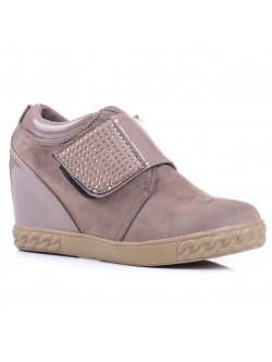 Обувки без връзки на платформа - бежови
