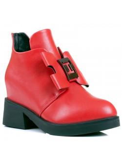 Червени дамски боти на ток