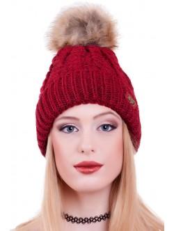 Червена дамска шапка 1982