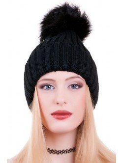 Черна шапка с помпон