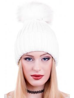 Бяла шапка с помпон