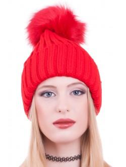 Червена шапка с помпон