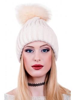 Кремава зимна шапка с помпон