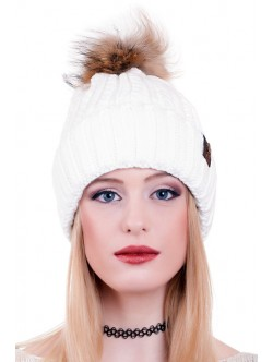 Бяла шапка с естествен помпон