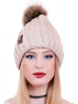 Бежова шапка с естествен помпон