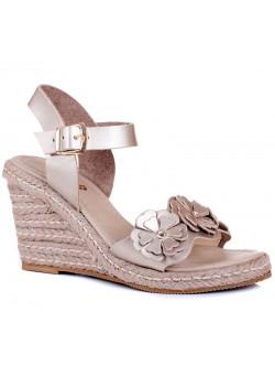 Златисти сандали на платформа