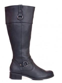 Високи черни ботуши