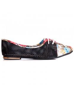 Ниски обувки с флорални мотиви