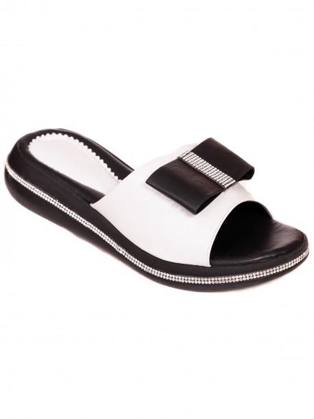 Лачени чехли с пандела - бели